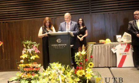 POR SU SERVICIO EN LA EDUCACIÓN BOLIVIANA LA UTB ES RECONOCIDA EN SUS BODAS DE PLATA